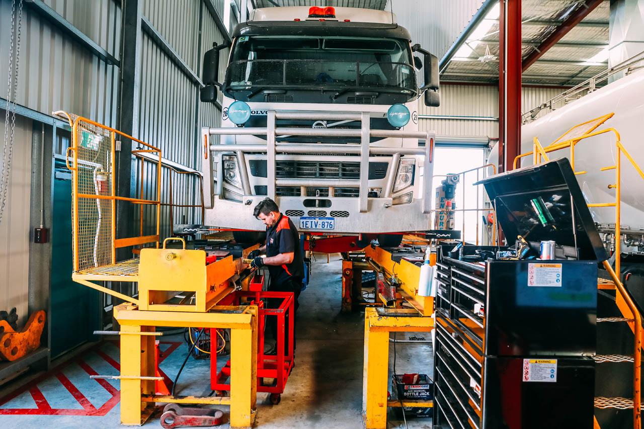 Truck Service  U0026 Repairs